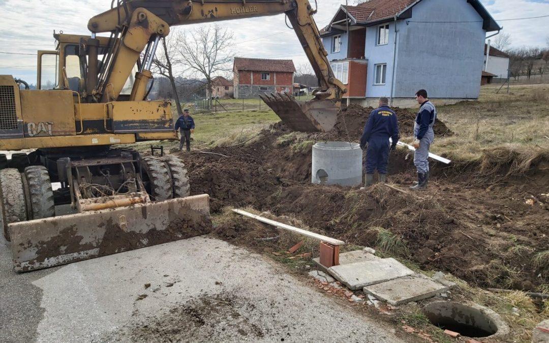 Реконструише се канализациона мрежа у насељу Кнић